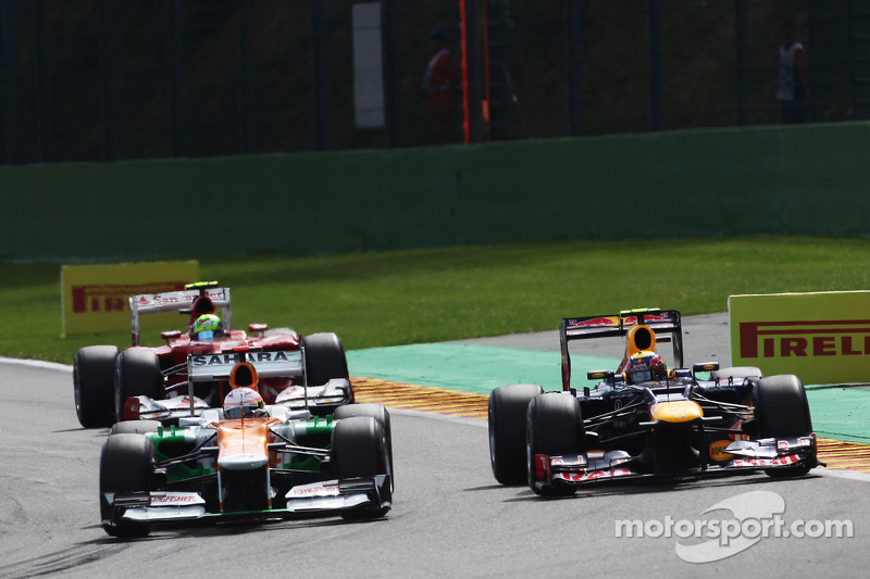 Paul di Resta, Sahara Force India and Mark Webber, Red Bull Racing battle for position