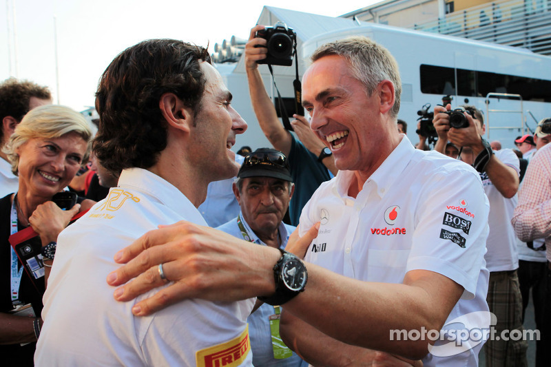 Pedro de la Rosa, HRT Formula 1 Team celebrates his 100th GP with Martin Whitmarsh, McLaren Chief Executive Officer