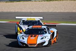 #69 Gulf Racing UK McLaren MP4-12C GT3: Roald Goethe, Stuart Hall