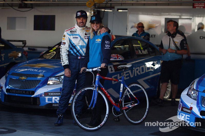 Yvan Muller, Chevrolet Cruze 1.6T, Chevrolet and his girlfriend Justine Monnier