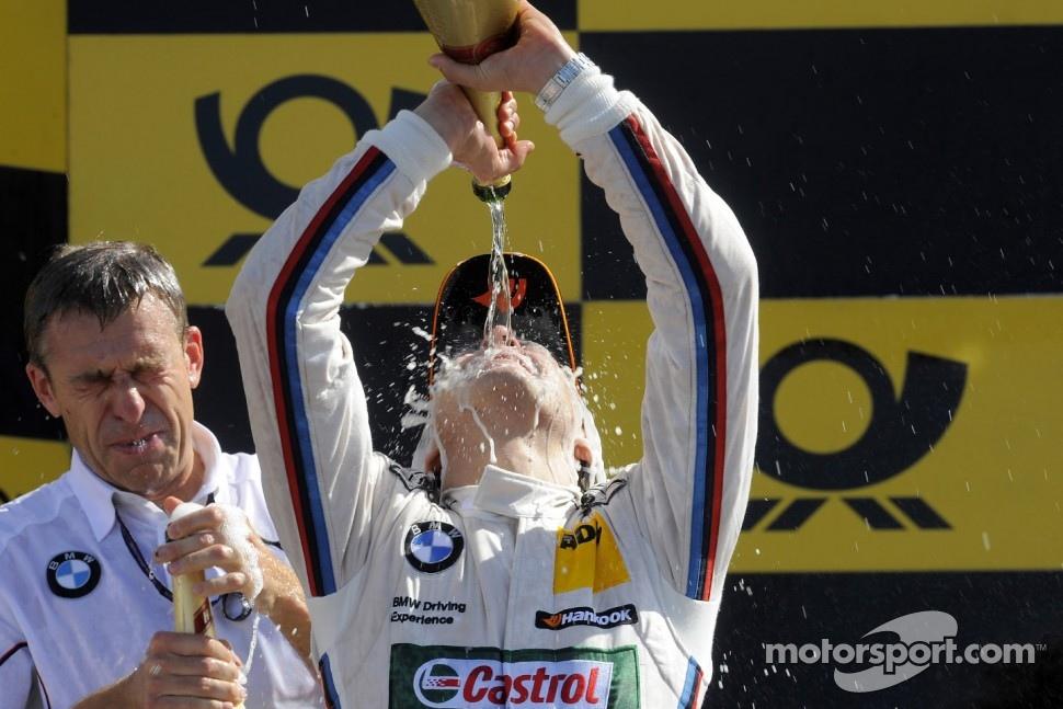 Podium: race winner Augusto Farfus Jr., BMW Team RBM
