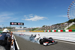 Kamui Kobayashi, Sauber locks up entering the pits