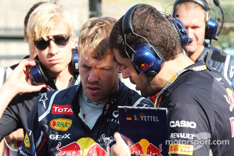 Sebastian Vettel, Red Bull Racing met Guillaume Rocquelin , Red Bull Racing Race Engineer op de grid