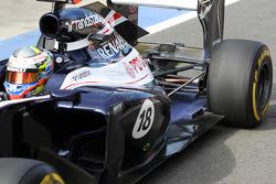 Pastor Maldonado, Williams exhaust and rear suspension detail