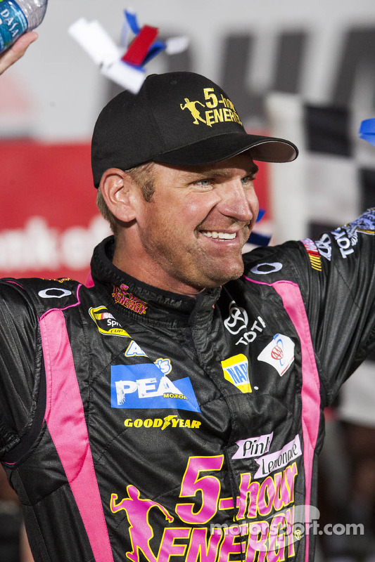 Victory lane: winner Clint Bowyer, Michael Waltrip Racing Toyota