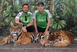 Nick Heidfeld en David Reynolds bezoeken tijgers Dreamworld