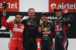 Podium: winnaar Sebastian Vettel, Red Bull Racing met 2de Fernando Alonso, Scuderia Ferrari en 3de Mark Webber, Red Bull Racing