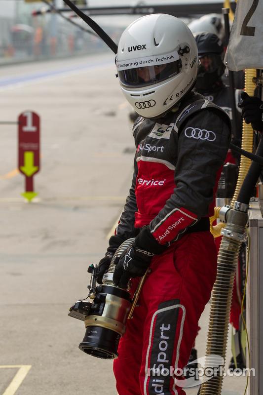 Audi pitcrew