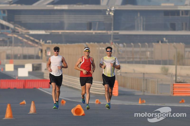 Jenson Button, McLaren Mercedes loopt op het circuit