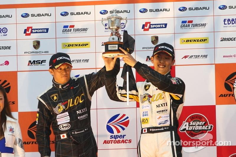 GT300 podium: 2de plaats Kouji Yamanishi, Hideki Yamauchi