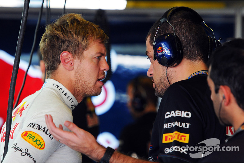 Sebastian Vettel, Red Bull Racing met Guillaume Rocquelin , Red Bull Racing Race Engineer