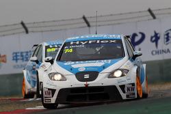 Pepe Oriola, SEAT Leon WTCC, Tuenti Racing Team voor Fernando Monje, SEAT Leon WTCC, SUNRED Engineering