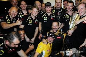 Abu Dhabi race winner Kimi Raikkonen, Lotus F1 Team celebrates with the team