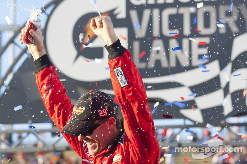 Victory lane: race winner Kevin Harvick, Richard Childress Racing Chevrolet