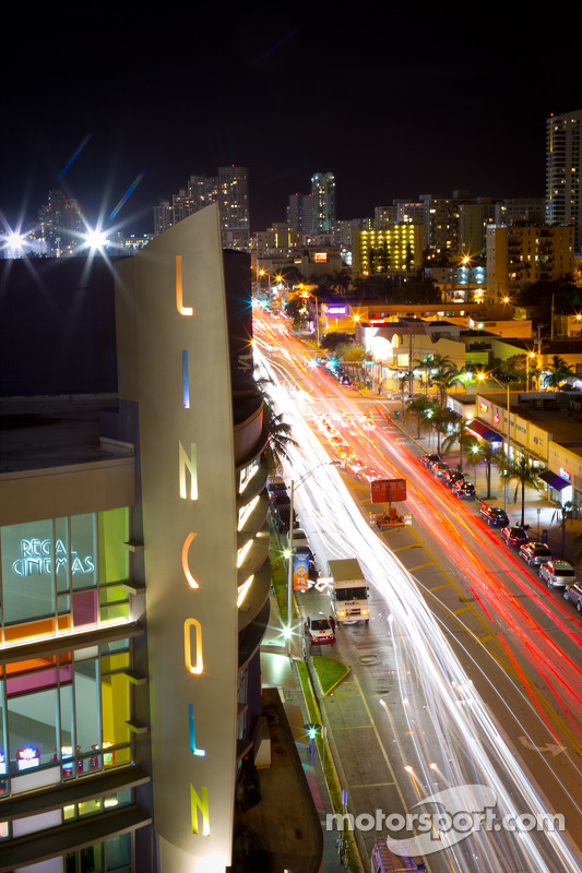 Miami Beach ambiance: Lincoln and Alton Road