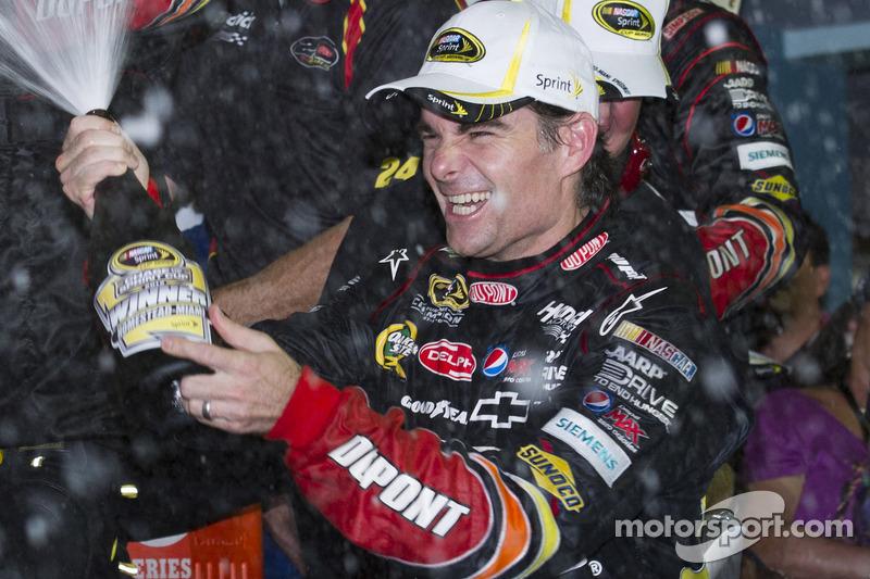 Victory Lane : le vainqueur Jeff Gordon, Hendrick Motorsports Chevrolet fête sa victoire