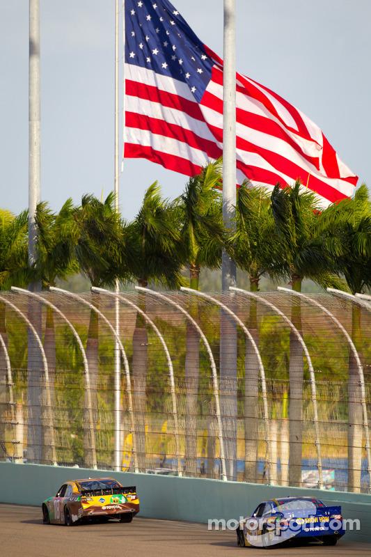 Kyle Busch, Joe Gibbs Racing Toyota, Martin Truex Jr., Michael Waltrip Racing Toyota