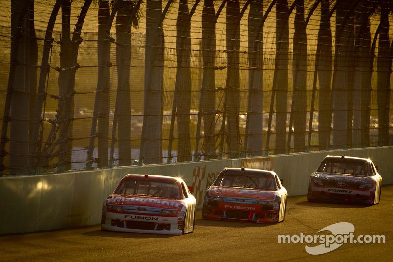 Trevor Bayne, Wood Brothers Racing Ford, Marcos Ambrose, Richard Petty Motorsports Ford, Denny Hamlin, Joe Gibbs Racing Toyota