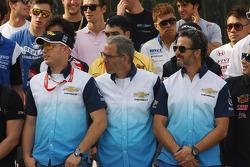 59th Macau Grand Prix promotional photo shoot, Robert Huff, Chevrolet Cruze