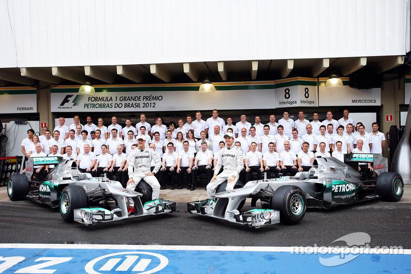 Ein letztes Foto mit dem gesamten Mercedes-Team