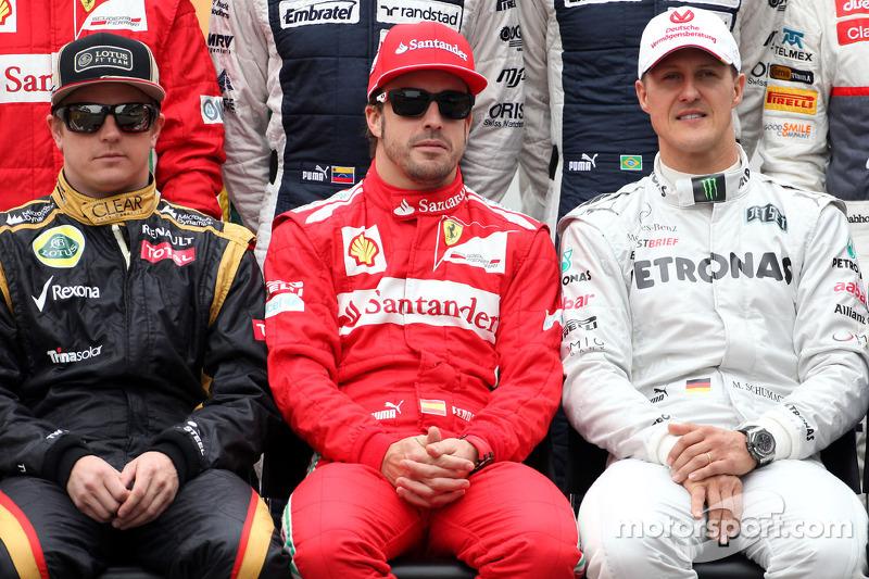 Kimi Raikkonen, Lotus F1 Team, Fernando Alonso, Scuderia Ferrari, e Michael Schumacher, Mercedes AMG F1