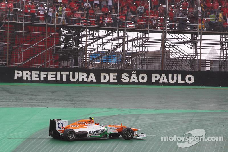 Льюис Хэмилтон и Нико Хюлькенберг. ГП Бразилии, Воскресная гонка.