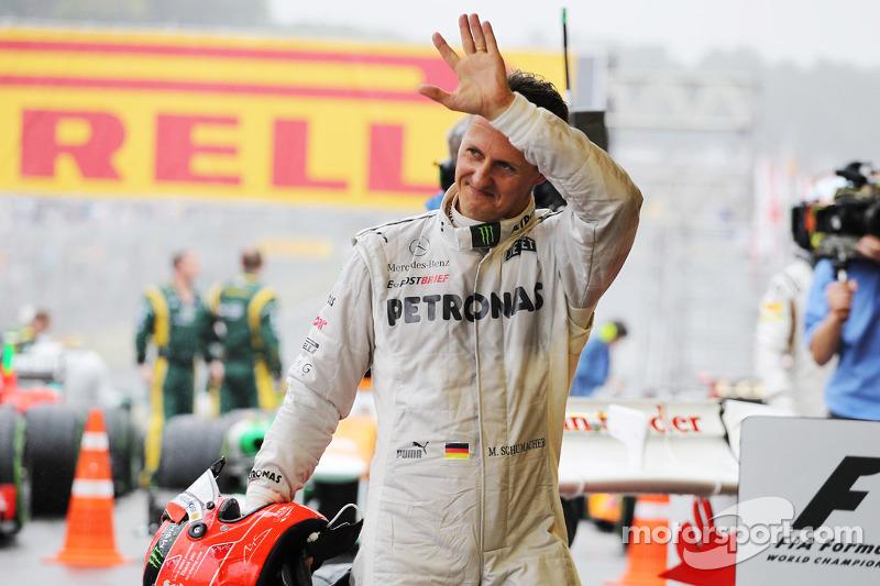 Michael Schumacher winkt zum Abschied