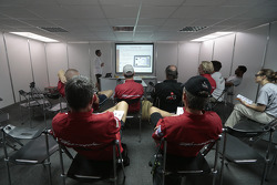 Team Dessoude durante o briefing