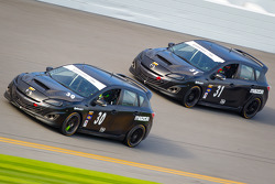 #30 i-MOTO Mazda Speed 3: Ryan Ellis, Mat Pombo, #31 i-MOTO Mazda Speed 3: Jayson Clunie, Pierre Kleinubing