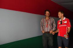سيباستيان فيتيل، فيراري ومايكل شميدت، صحفي