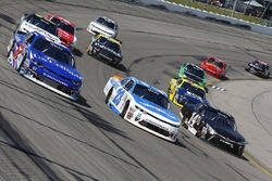 Брендан Гоэн, Richard Childress Racing Chevrolet, Спенсер Галлахер, GMS Racing Chevrolet и Джастин Йели, TriStar Motorsports Toyota