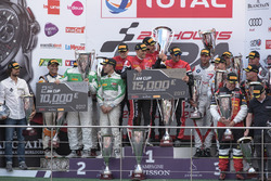 AM-Cup-Podium: 1. #888 Kessel Racing Ferrari 488 GT3: Jacques Duyver, Marco Zanuttini, David Perel, Niki Cadei; 2. #488 Rinaldi Racing Ferrari 488 GT3: Rino Mastronardi, Patrick Van Glabeke, Pierre Ehret, Gabriele Lancieri; 3. #36 BMW M6 GT3, Walkenhorst Motorsport, Henry Walkenhorst (GER), Stef Van Campenhoudt (BEL), David Schiwietz (GER), Ralf Oeverhaus (GER)