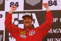 Podium: race winner Nigel Mansell, Ferrari