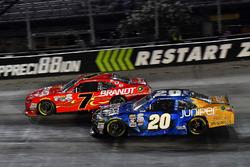Justin Allgaier, JR Motorsports Chevrolet ve  Daniel Suárez, Joe Gibbs Racing Toyota