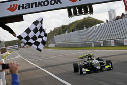 Checkered flag for Lando Norris, Carlin Dallara F317 - Volkswagen