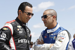 Helio Castroneves, Team Penske Chevrolet, Tony Kanaan, Chip Ganassi Racing Honda