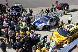 Yarış galibi Ashley Sutton, Team BMR Subaru Levorg