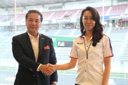 富士スピードウェイの原口英二郎社長とSTO(スーパー耐久機構)の桑山晴美事務局長