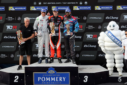Podium: Race wimmer Aurélien Panis, Boutsen Ginion Racing, Honda Civic Type-R TCR, second place Giacomo Altoé, M1RA, Honda Civic TCR, third place Stefano Comini, Comtoyou Racing, Audi RS3 LMS