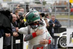 Sieger #1 Montaplast by Land-Motorsport, Audi R8 LMS: Connor De Phillippi, Christopher Mies
