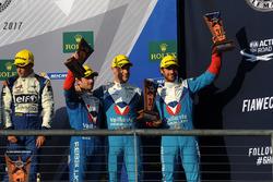 LMP2 podio: tercero Julien Canal, Bruno Senna, Nicolas Prost, Vaillante Rebellion