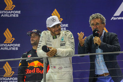 Podium: vainqueur Lewis Hamilton, Mercedes AMG F1, deuxième place Daniel Ricciardo, Red Bull Racing et Eddie Jordan