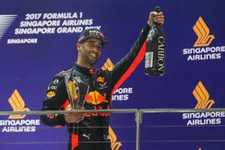 Подиум: обладатель второго места Даниэль Риккардо, Red Bull Racing