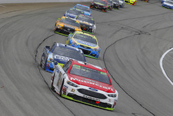 Ryan Blaney, Wood Brothers Racing Ford and Danica Patrick, Stewart-Haas Racing Ford