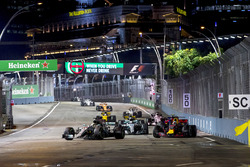 Льюис Хэмилтон, Mercedes AMG F1 W08, Даниэль Риккардо, Red Bull Racing RB13, Валттери Боттас, Mercedes AMG F1 W08, Карлос Сайнс-мл., Scuderia Toro Rosso STR12, Нико Хюлькенберг, Renault Sport F1 Team RS17., Серхио Перес, Sahara Force India F1 VJM10, и Джолион Палмер, Renault Sport F1 Team RS17