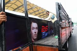 Le nom de Daniil Kvyat, Scuderia Toro Rosso, est retiré du garage