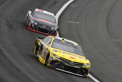 Даниэль Суарес, Joe Gibbs Racing Toyota и Остин Диллон, Richard Childress Racing Chevrolet