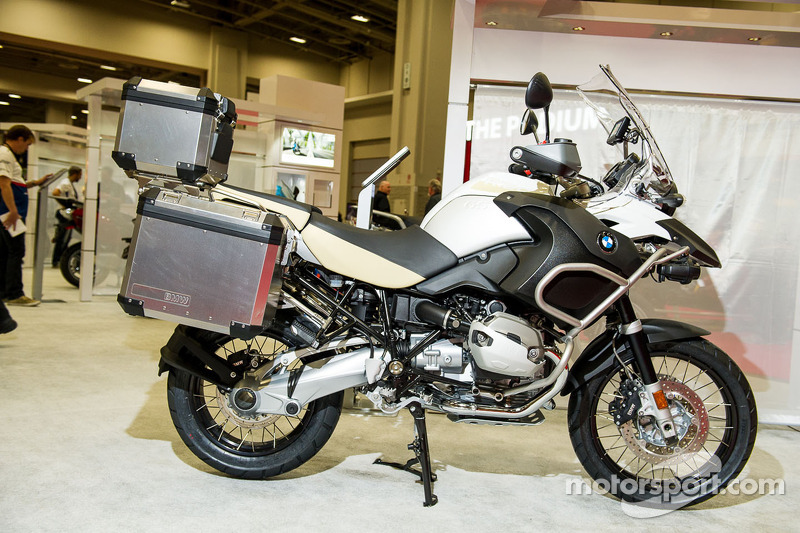 BMW R1200 GS in White en gold