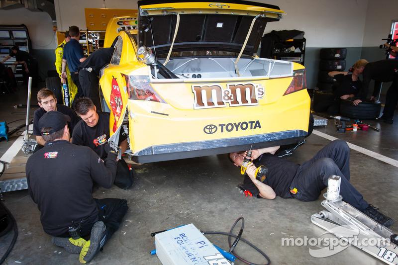 De beschadigde auto van Kyle Busch, Joe Gibbs Racing Toyota