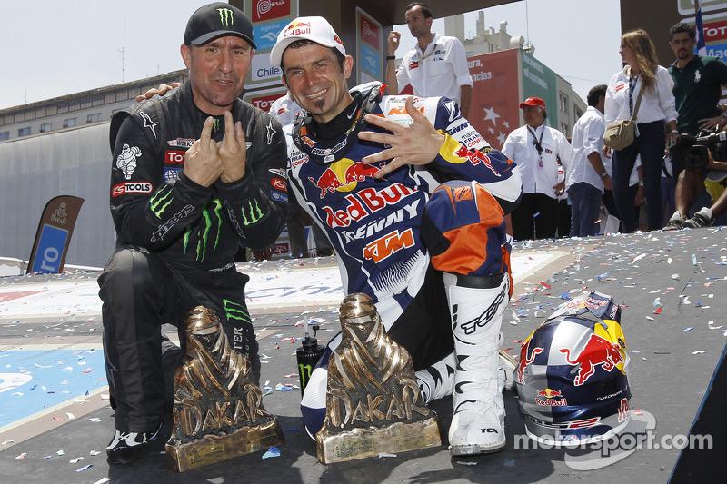 Cyril Despres, winnaar bij de motoren en Stéphane Peterhansel, winnaar bij de auto's